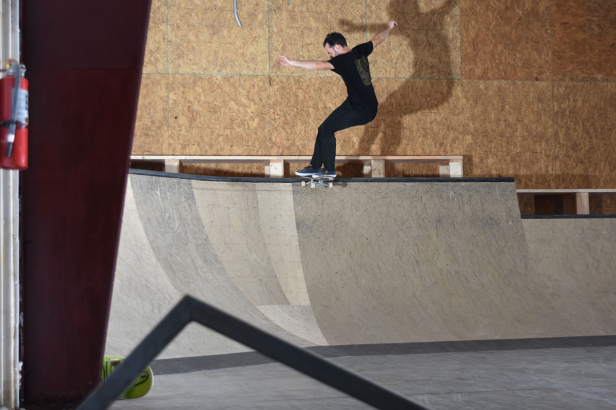 Scenes from The Boardr HQ Free Skate Sessions - Tailslide