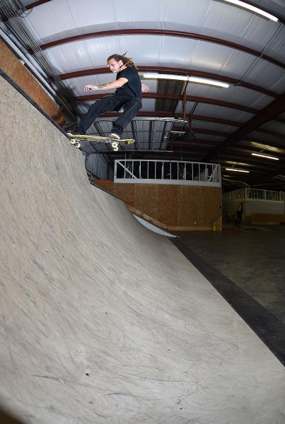 Scenes from The Boardr HQ Free Skate Sessions - Low Taislide
