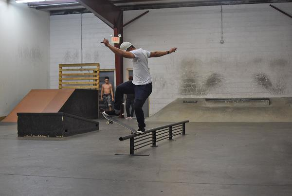Scenes from The Boardr HQ Free Skate Sessions - Noseblunt Slide