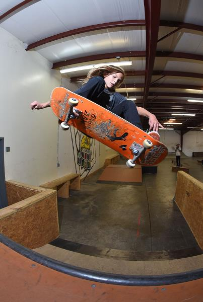 Scenes from The Boardr HQ Free Skate Sessions - Frontside Ollie