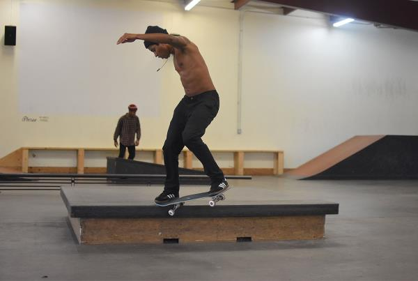 Scenes from The Boardr HQ Free Skate Session - Felipe Crook 180