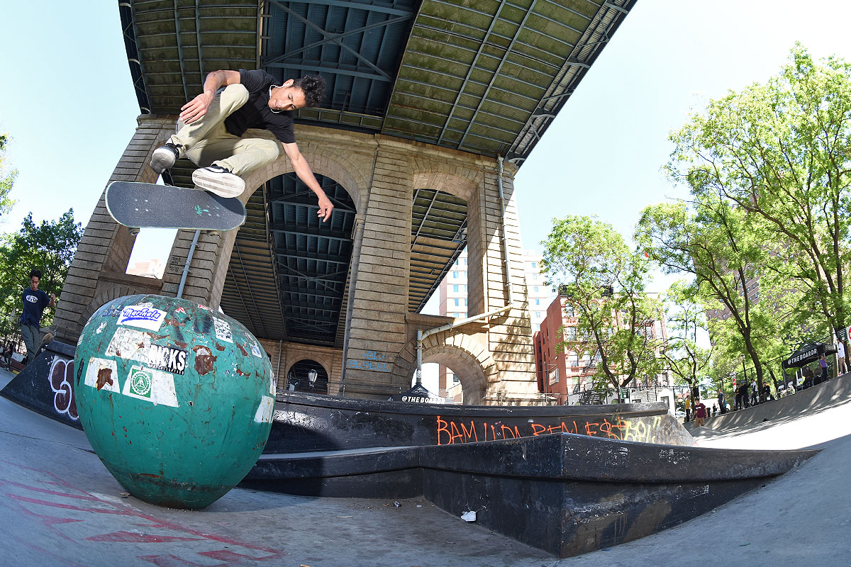 The Boardr Amateur Skateboarding at NYC - Carlo Backside Flip