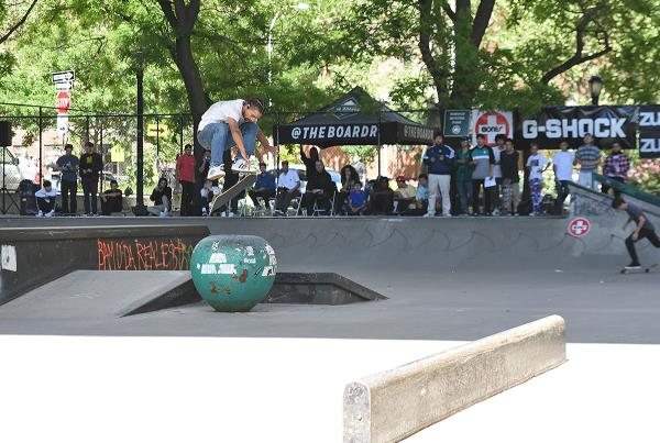 The Boardr Amateur Skateboarding at NYC - Switch Flip
