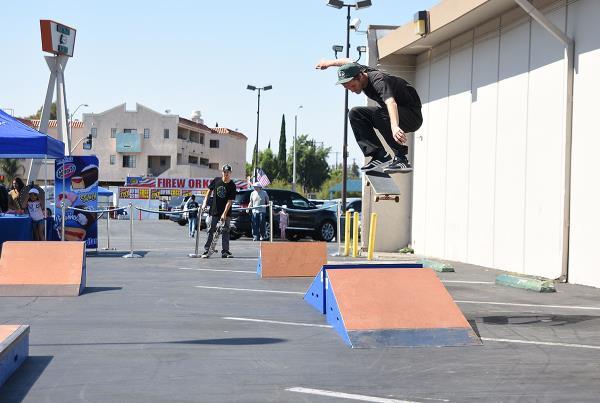 Marinela Skateboarding Demos - Kickflip