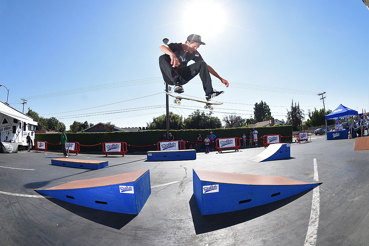 Marinela Skateboarding Demos - Kicklfip Boost