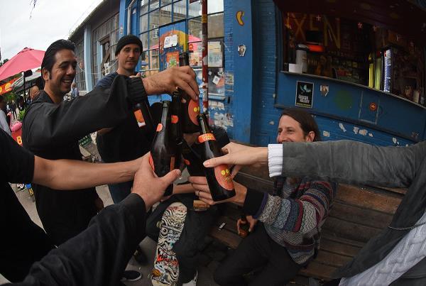 Copenhagen 2017 Extras - Cheers