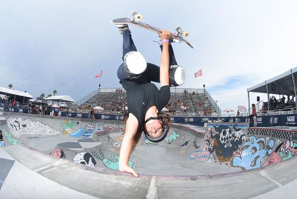 Extras from Huntington Beach VPS - Nicole Invert