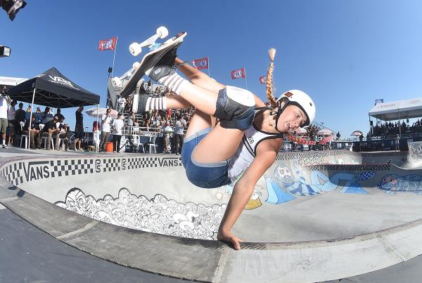 Extras from Huntington Beach VPS - Jordyn Barratt Frontside Invert