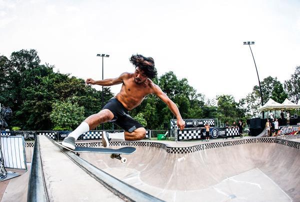 VPS Singapore - Boneless Tail Slide