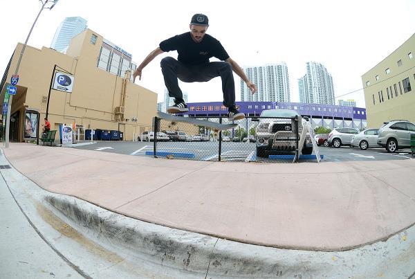 HiDefJoe Kickflip in Miami