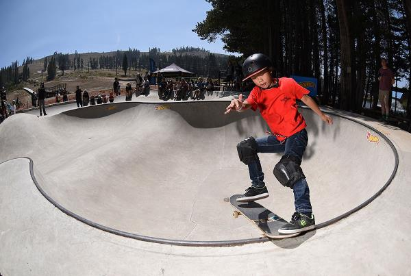 HWJS at Tahoe - Tailslide.