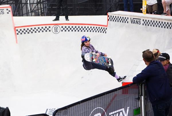 Vans Park Series France - Indy - Footplant.