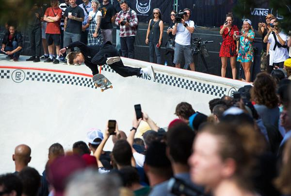 Vans Park Series France - Luiz Francisco - Kickflip Indy.