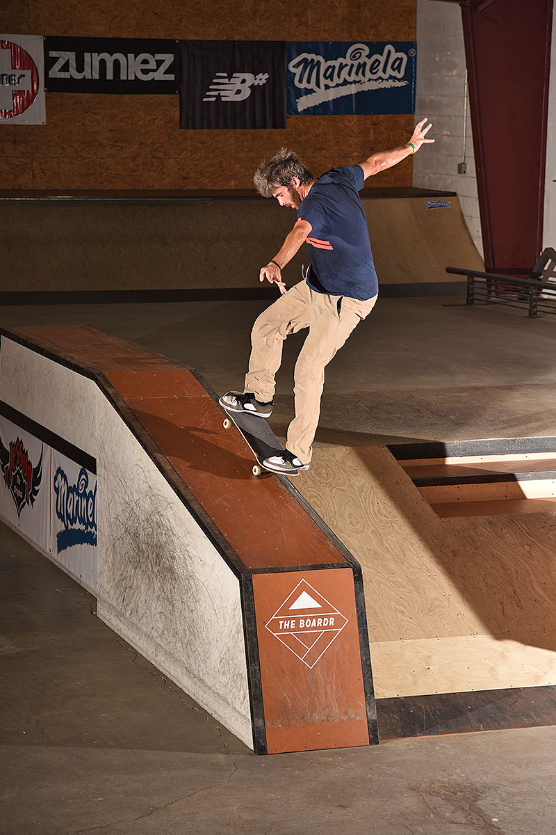 Stag - Switch Nosegrind.