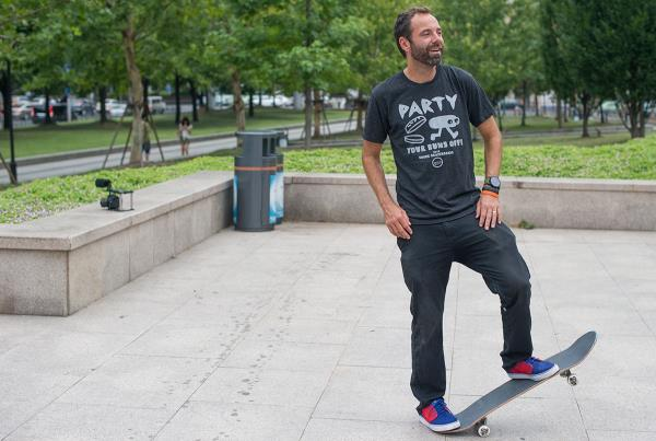 Paul Zitzer Skating in Shanghai