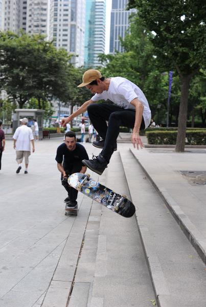 Johnny Tang Switch Big Heel in Shanghai