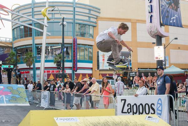 Dennis Busenitz Kickflip at Zappos Rideshop Series