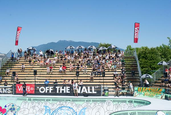 Mountains and Crowd at Van Doren Invitational Vancouver