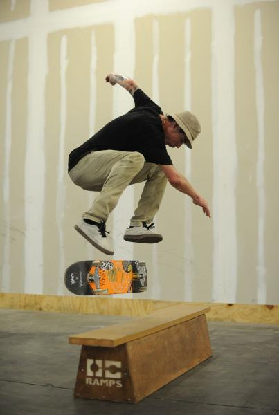 Yonis Nollie Backside Heelflip