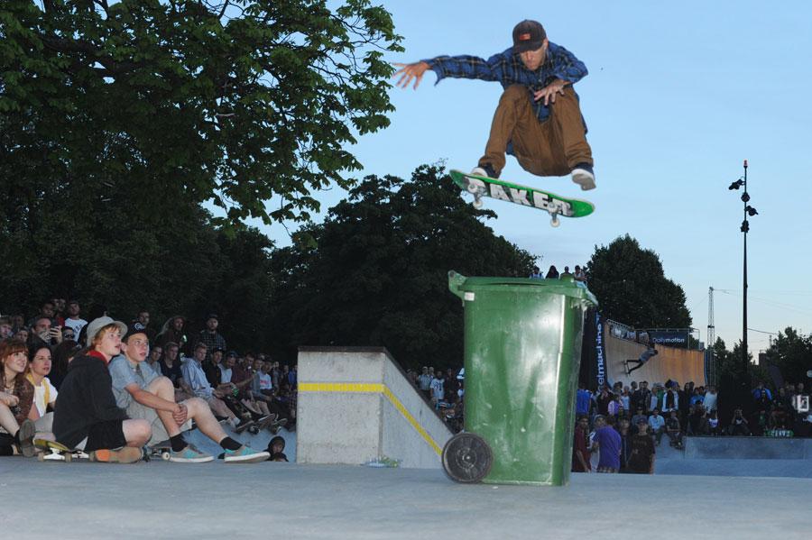 Andrew Reynolds in Copenhagen, Frontside Flip