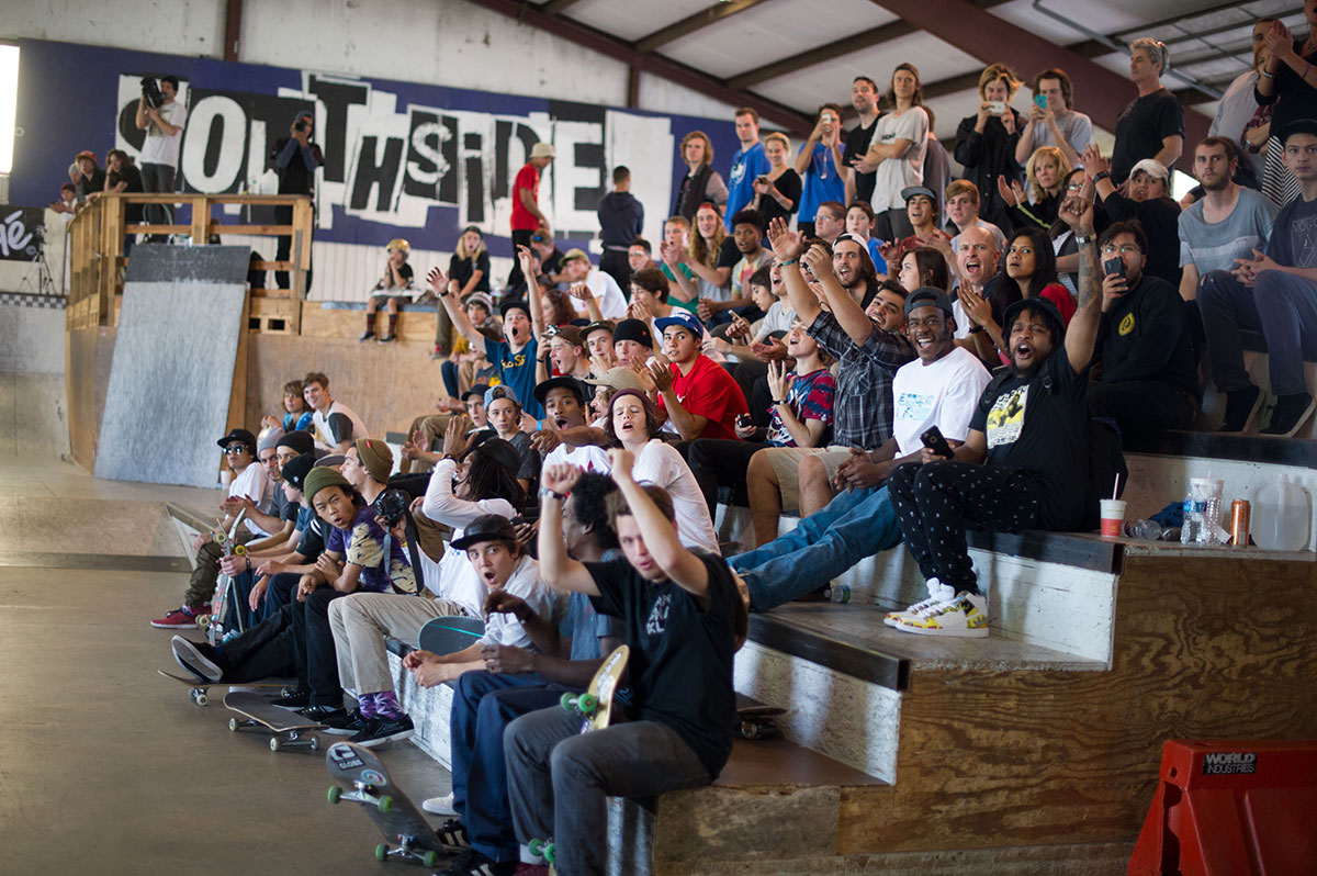 Rowdy Crowd at The Boardr Am at Houston