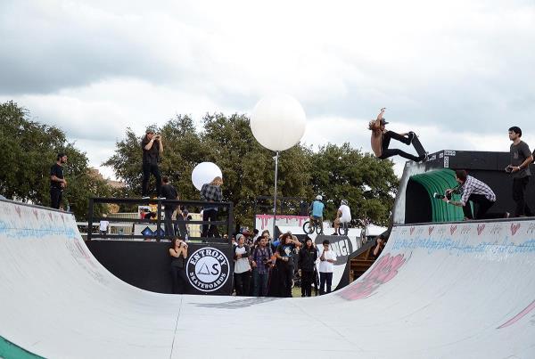 Fun Fun Fun Fest 2013 Cody Lockwood Nosegind Tail Grab