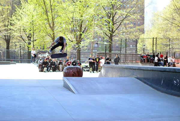 Yoshi Backside Flips the Apple at The Boardr Am NYC 2015