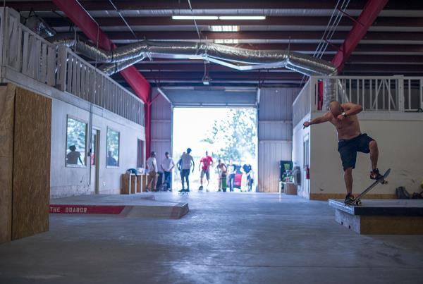 Bluntslide 1 Levi's and Hellaclips DIY Tampa Skateboarding Spot Delivery