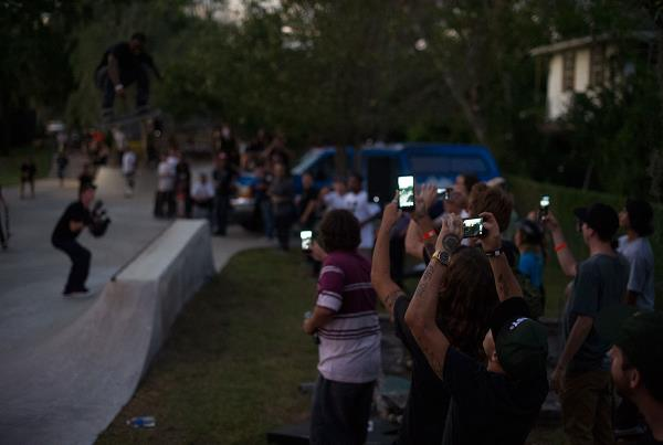 Cell Phone Sea at The Boardr BBQ at the Dream_Driveway