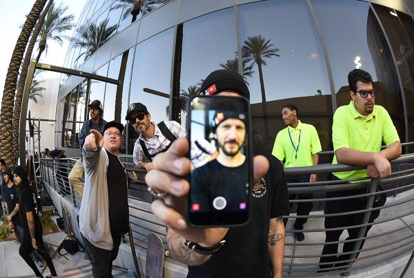 Zappos Rideshop - Snapchat