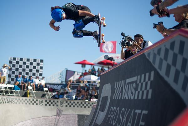 Vans Pro Skate Park Series at Huntington - Kisa Backside Air