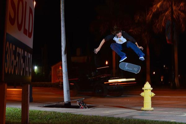 Chaz in the Streets - Kickflip