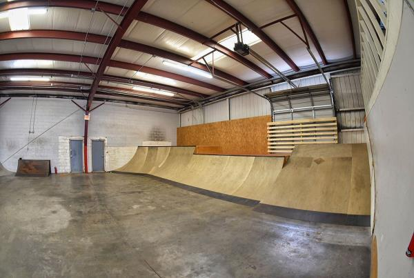Tampa Indoor Skateboarding TF - The Boardr HQ Photo 3
