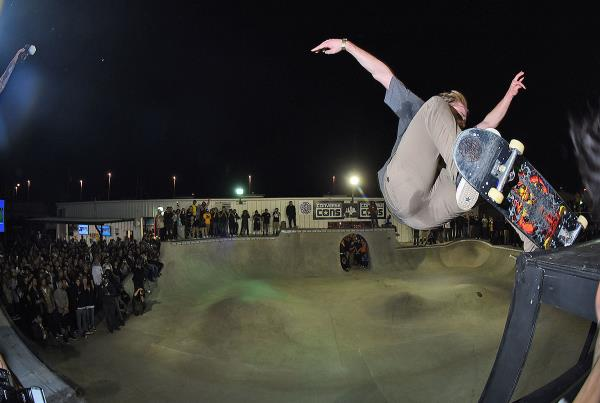 Tampa Pro Weekend - Gap Nosegrind