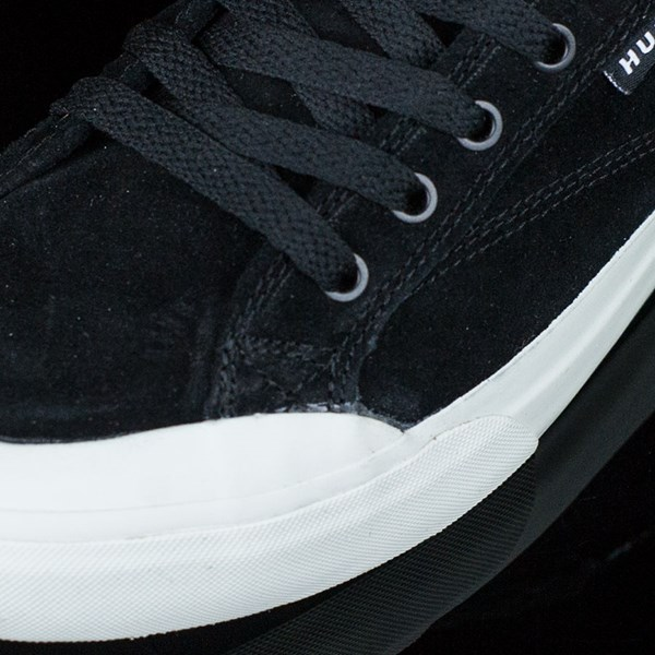 HUF Classic Lo Shoes Black, Bone Closeup